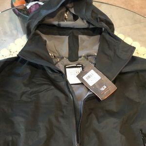 New Woman's Mountain Hardwear Quasar Lite 2 jacket